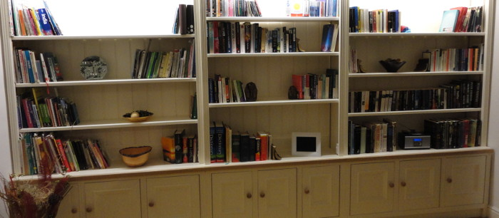 Fitted Cupboards / Bookshelves